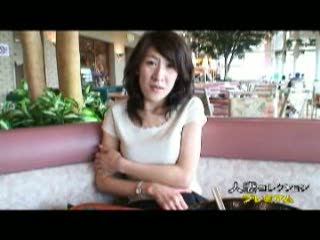 パンストの熟女の不倫無料jukujyo動画。欲求不満の淫乱熟女が不倫相手に頼まれファミレス店内でパンストに手を突っ込み大胆にオナニー…