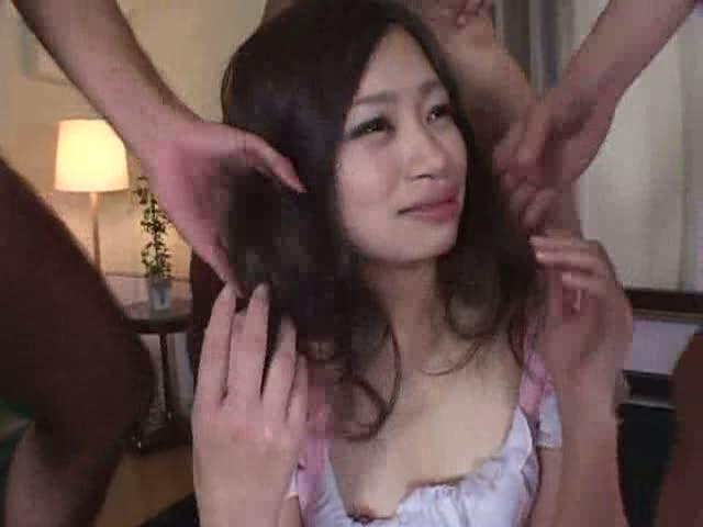【村西まりな】二本のペニスに髪コキされながら、ディープキスされる美女w